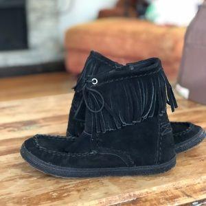 b41e9179c2a Women Ugg Fringe Boots on Poshmark